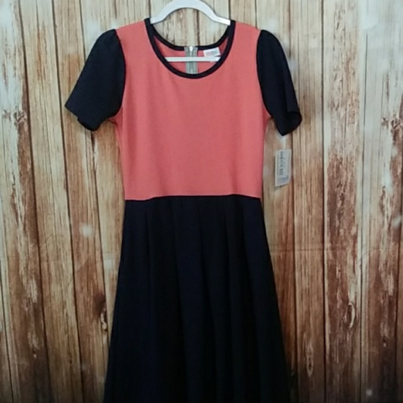 LuLaRoe Dresses & Skirts - Medium Lularoe Amelia Dress